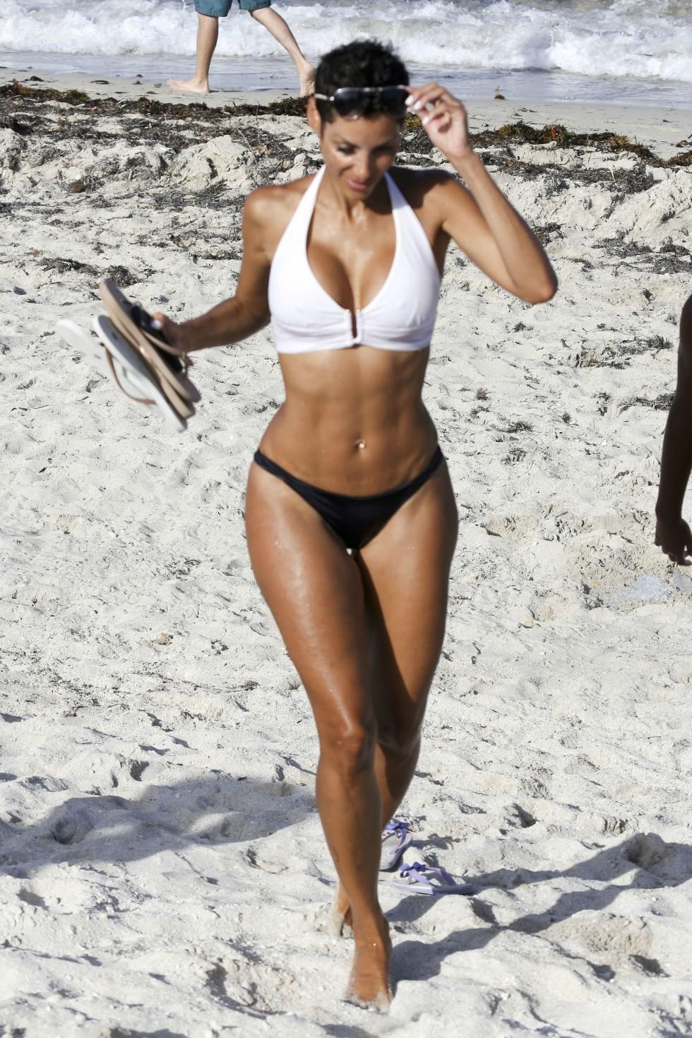 nicole murphy bikini Q...